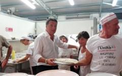 Renzi alla festa dell'Unità a Rignano: con babbo Tiziano e la Serracchiani. Ma non vuole i giornalisti
