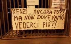 Arezzo, salvabanche: striscioni contro Renzi che domenica va alla festa dell'Unità