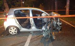 Prato: quattro ventenni feriti (uno grave) nell'auto finita contro un albero