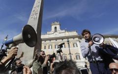 Elettorale: governo pone la fiducia, proteste in aula e in piazza