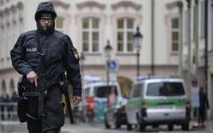 Monaco: accoltella e ferisce quattro passanti, poi scappa