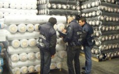 Prato: maxisequestro di 650 tonnellate di tessuto importato illegalmente in capannone gestito da cinesi