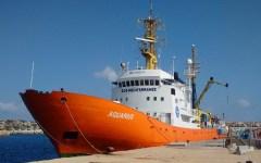 Migranti: tornano in azione le Onlus, nave Aquarius trasborda 855 migranti in poche ore