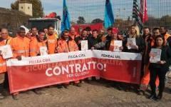 Firenze: edilizia, manifestazione dei lavoratori toscani per chiedere il rinnovo del contratto