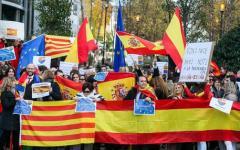 Catalogna: 200 sindaci indipendentisti protestano a Bruxelles, chiedono la liberazione dei prigionieri politici