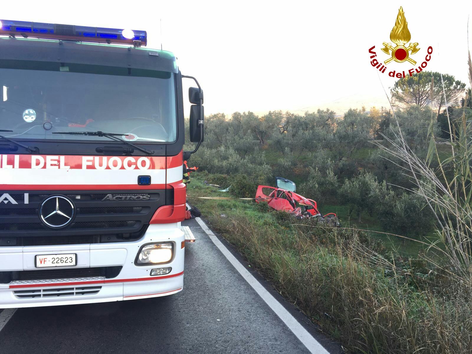Pisa: morto a 22 anni in auto contro bus a Montescudaio