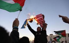 Gerusalemme, palestinesi sempre in rivolta: 4 morti e 750 feriti, appello di Trump alla calma
