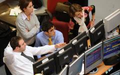 Borsa: i mercati minacciano l'Italia, spread a 207, al massimo dal 2017. Indice Mib -1%