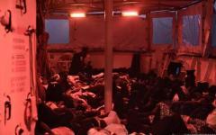 Migranti: Aquarius a Valencia in sicurezza. Ma Parigi e Madrid attaccano l'Italia
