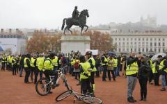 Parigi: tornano in piazza i gilet gialli, polizia in allerta