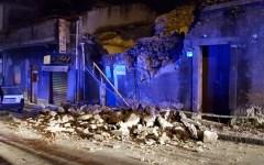 Catania: forte terremoto, scosse magnitudo 4,8. Case crollate, 10 feriti, notte di paura fra la gente