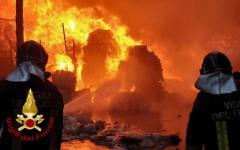 Perugia: vasto incendio e colonna di fumo, il sindaco invita gli abitanti a non uscire
