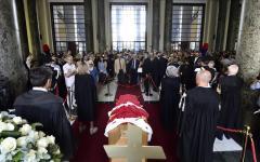 Borrelli: folla di cittadini, colleghi e avvocati alla camera ardente in tribunale