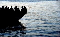 Lampedusa: sbarcati nella notte 14 migranti, salvati dalla guardia costiera. Esulta Alarm Phone