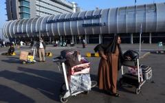 Il Cairo: aereo con 122 turisti italiani, diretto a Napoli, costretto ad atterraggio d'emergenza