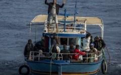 Migranti: allarme degli 007, arrivano non più dalla Libia, ma dalla Tunisia. 1.500 in 20 giorni