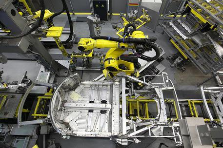 Istat, flessione della produzione industriale