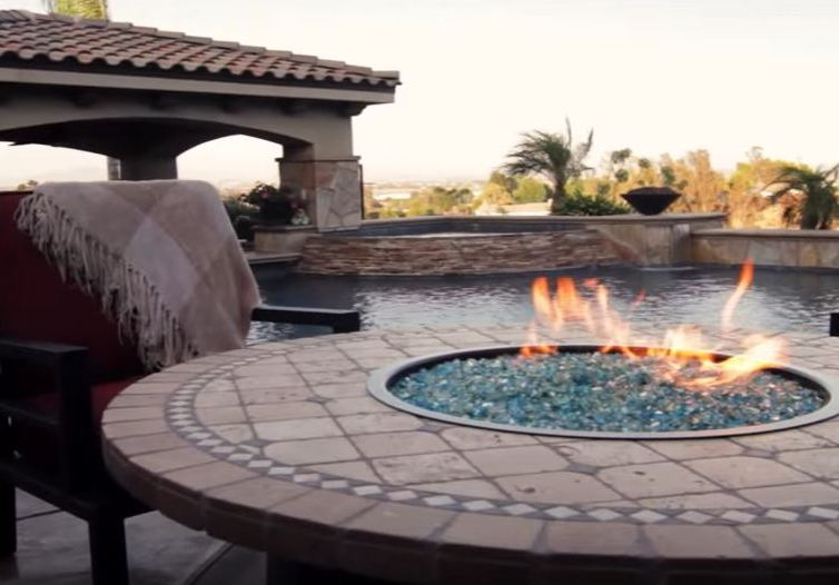 Fire pit will decorate your garden at every season