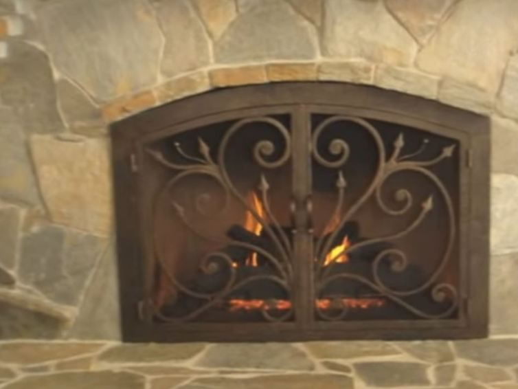 The main functions of fireplace doors