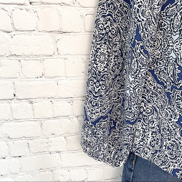 Laundry by Shelli Segal blue & white paisley lace up front top size XS