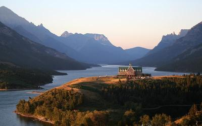 Firefighters battle to save iconic Waterton Park hotel