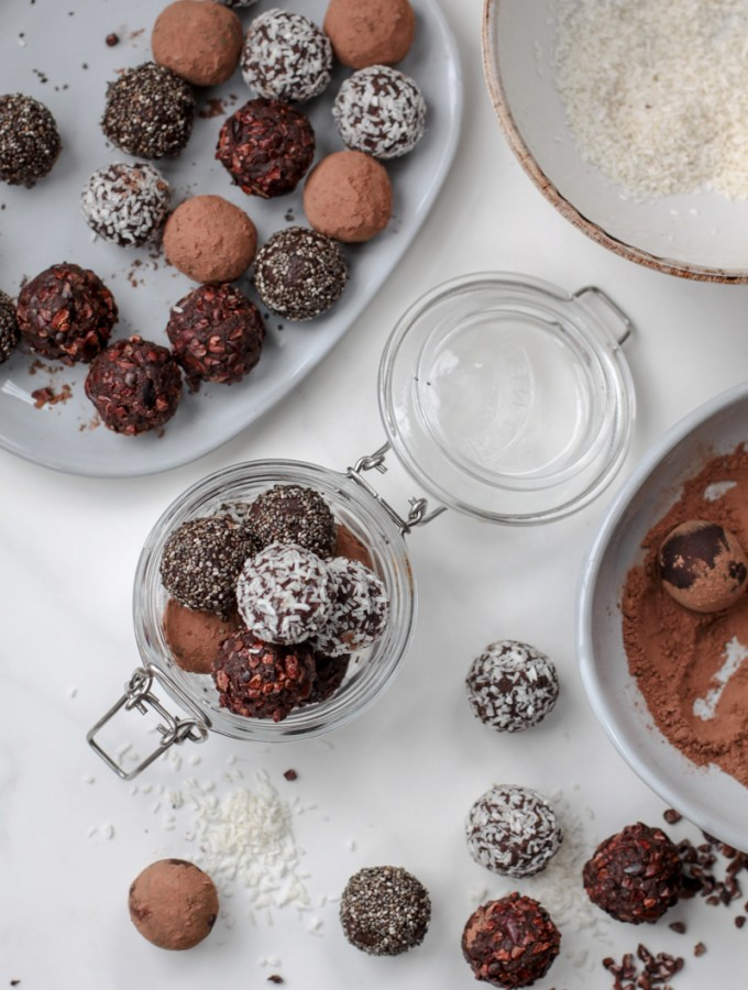 Raw chocolate date and almond truffles, sugar free and easy to make