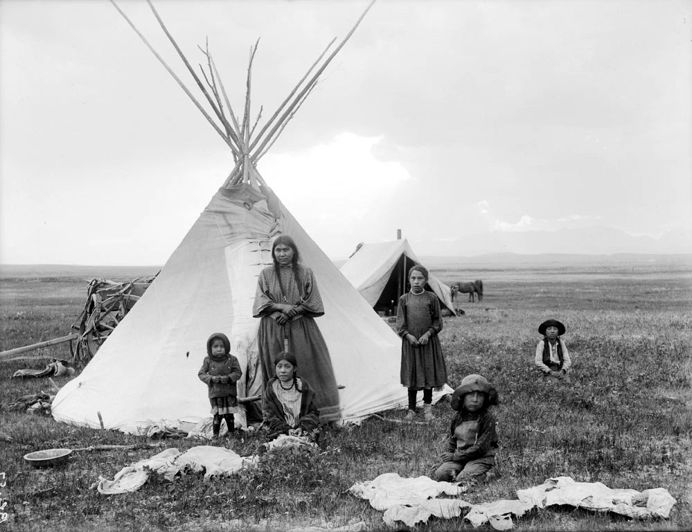 gender roles gender stratification blackfoot tribe