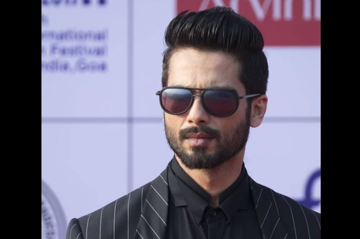 Shahid Kapoor arrives at IFFI 2017's red carpet in Panaji, Goa. Image via Facebook