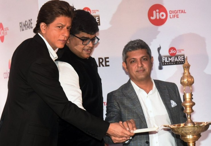 Shah Rukh Khan at the Filmfare press conference. Image from Twitter/@SRKUniverse