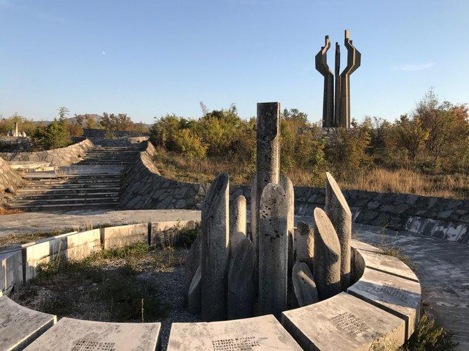 22. Karadağ'da bir spomenik.