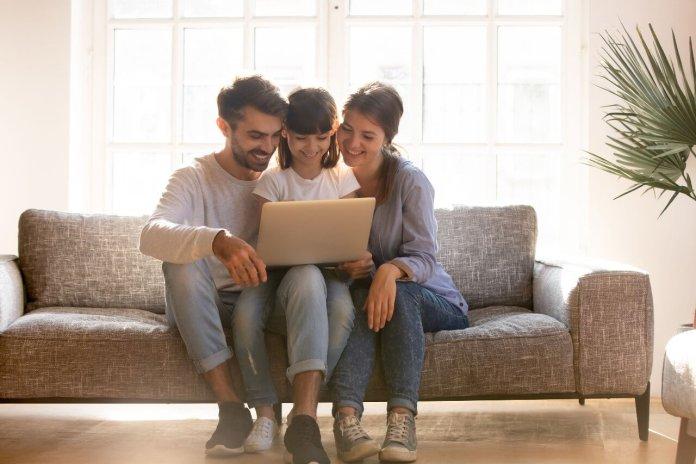 Bonus PC e Internet: 500 euro per le famiglie con ISEE fino a 20.000 euro