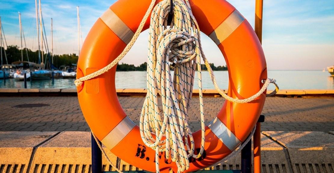 throwable flotation device