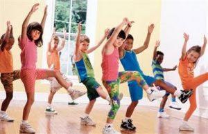 Crianças se exercitandp