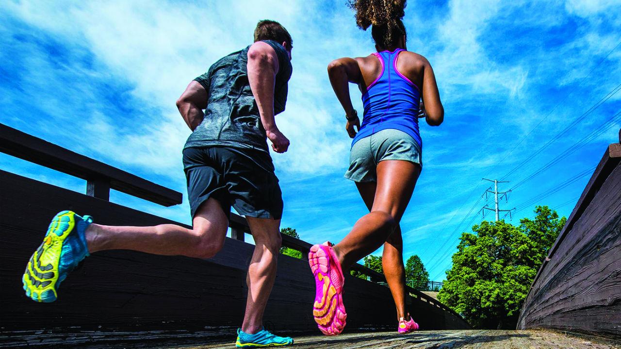 Effetti dell'allenamento con scarpe minimaliste sul volume dei muscoli estrinseci e intrinseci del piede