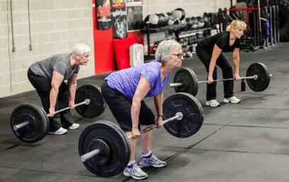 Effetti dell'allenamento con carichi elevati o moderati sul tendine rotuleo negli anziani