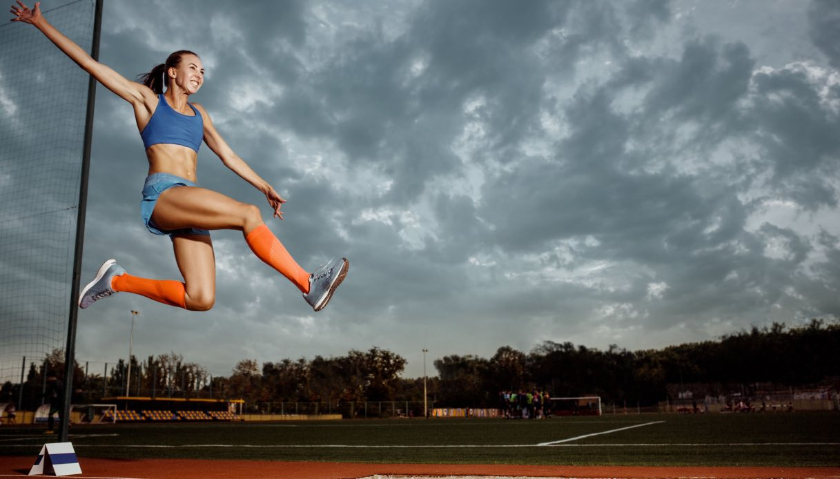 Contributo dell'anca, del ginocchio e della caviglia durante i test di salto verticali e orizzontali