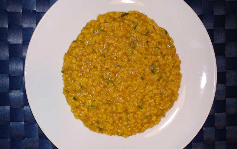 riso integrale con curcuma, zenzero e zucchine