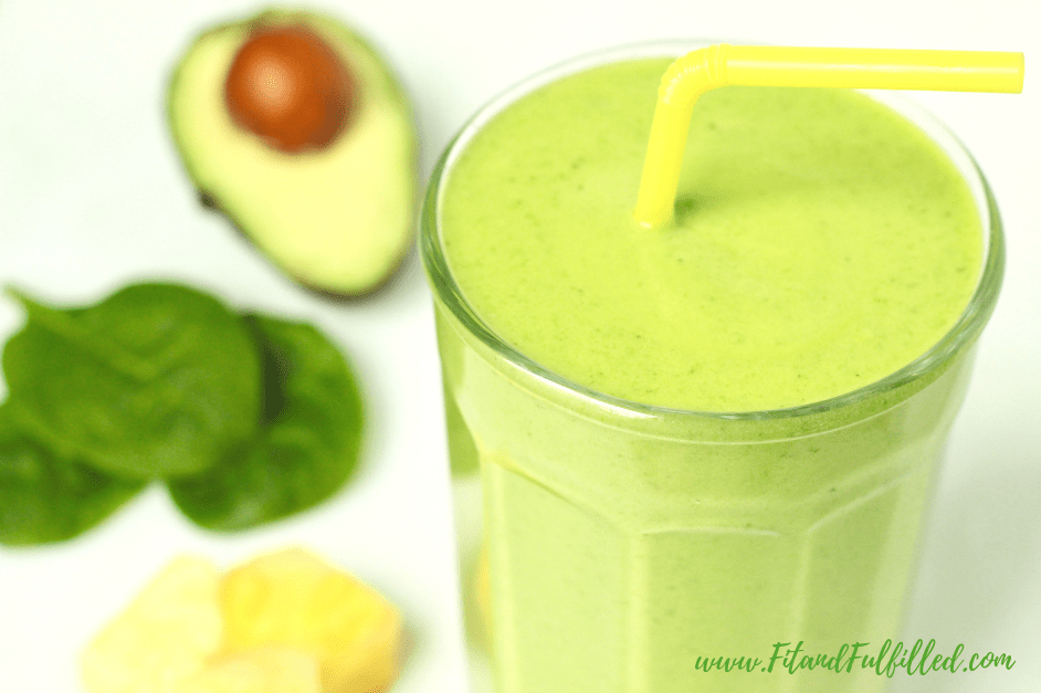 anti-inflammatory smoothie with straw