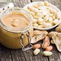 Dlaczego kulturyści jedzą masło orzechowe przed treningiem?