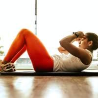 Szukamy idealnej koszulki na siłownię dla kobiety