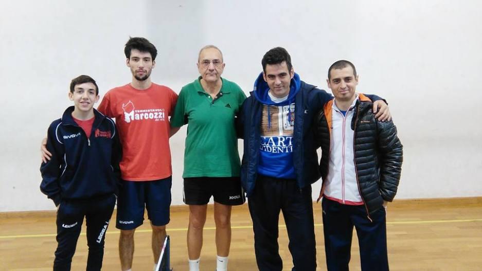Marcozzi e Monserrato in una foto di gruppo (Foto Pigi Loi)