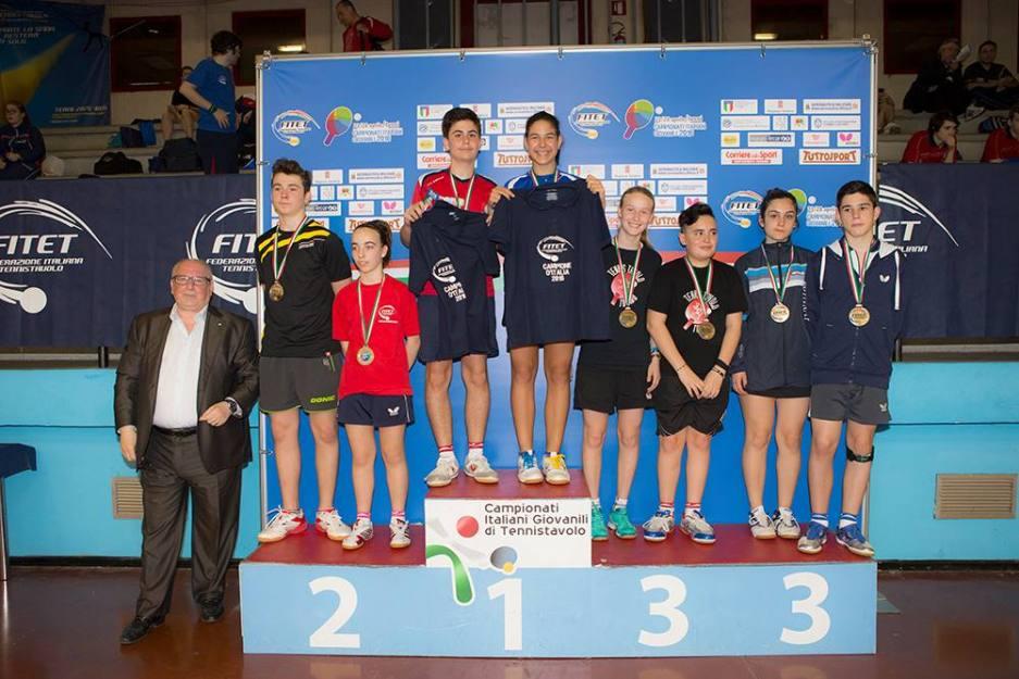 Il podio del Doppio Misto Allievi (Foto Fitet)