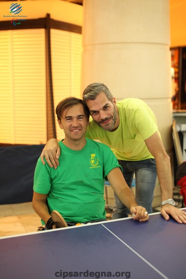 Simone Carrucciu con l'atleta paralimpico Daniel Catalin (Nonsolofoto Cagliari)