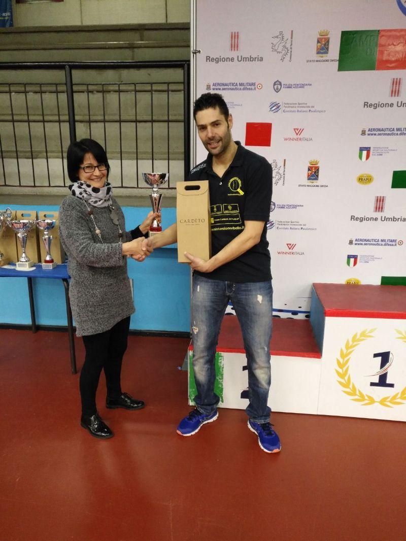 Romualdo Manna riceve il premio a Terni
