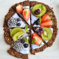 Gluten-free-&-vegan-granola-breakfast-pizza