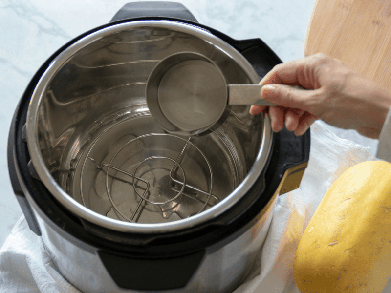 adding water to instant pot to cook spaghetti squash