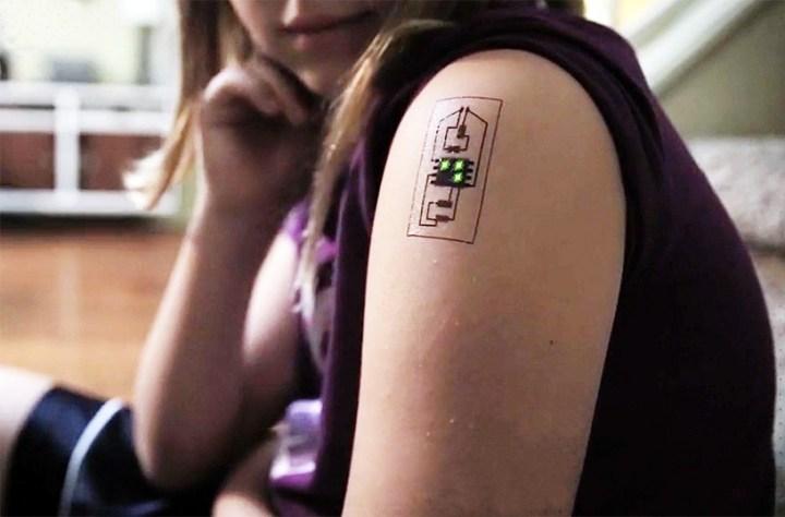 Tech Tat plaktattoo met sensoren