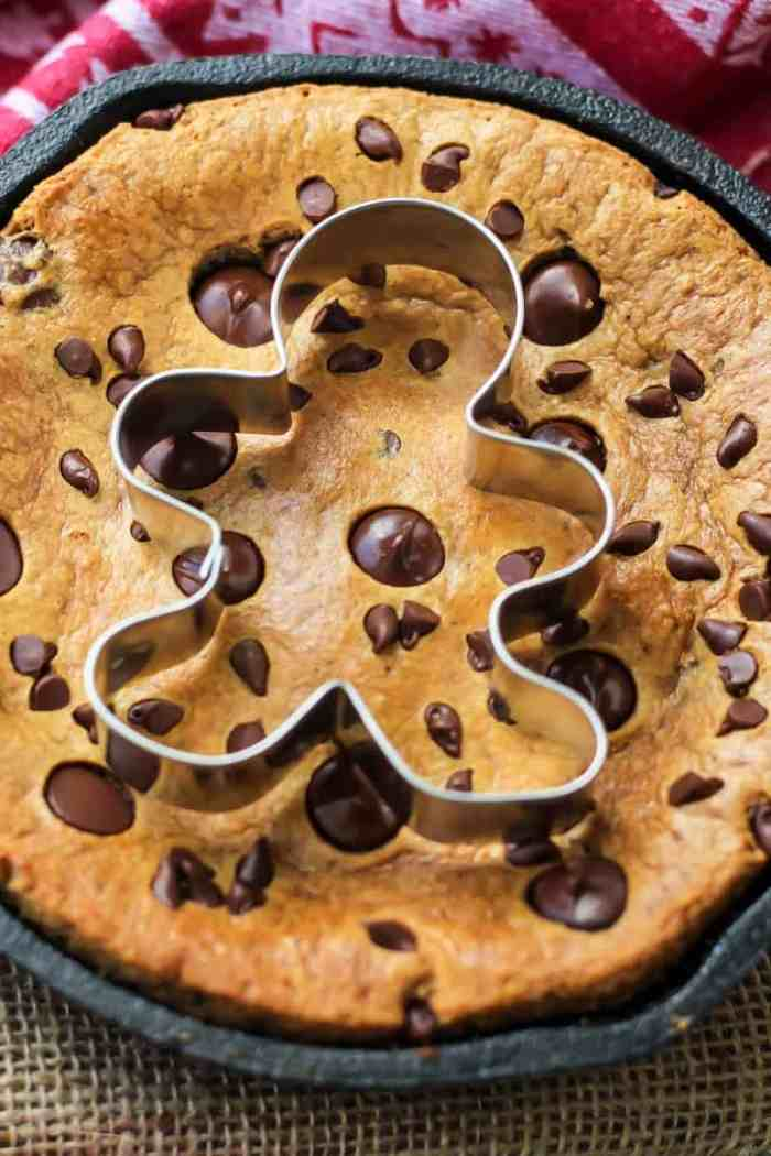 You MUST try this Paleo Gingerbread Chocolate Chip Skillet Cookie! It's the perfect dessert for two.