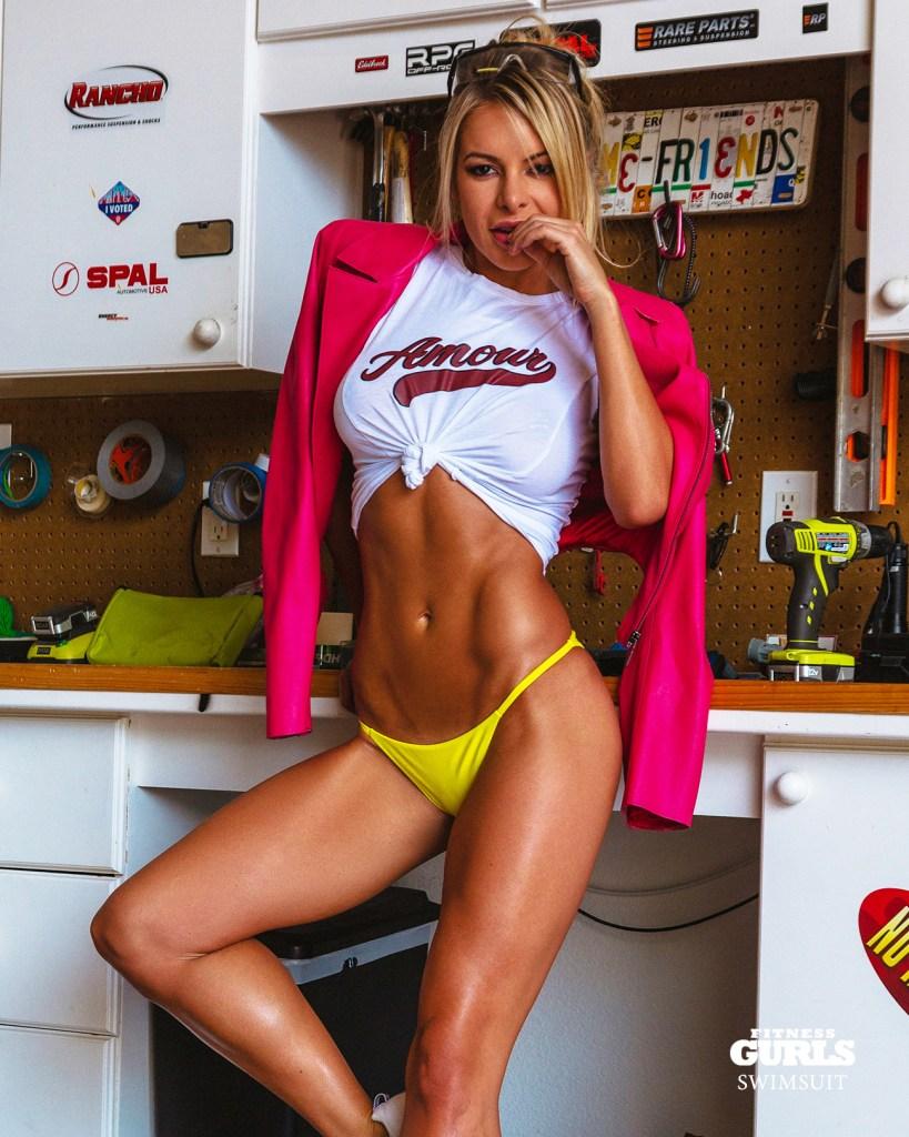 Savannah Lynx tight tee-shirt and bikini in Fitness Gurls Mag Swimsuit 2020