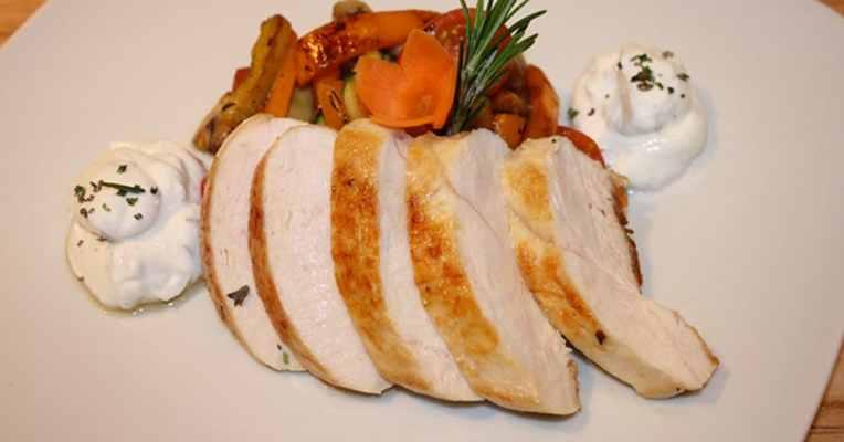 Hähnchenbrust mit Kräuterquark und Gemüse 4